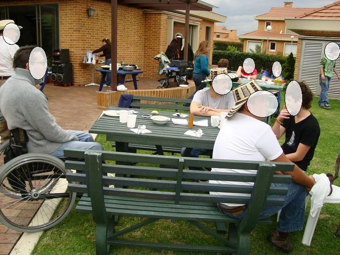 17 mesa y sillas para exteriores pl sticos con parasoles for Eden del mueble