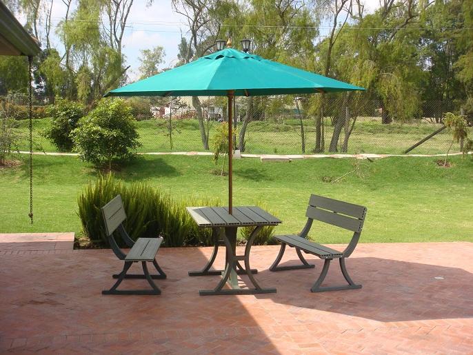 Mesa y sillas para exteriores pl sticos con parasoles - Sombrilla de jardin ...