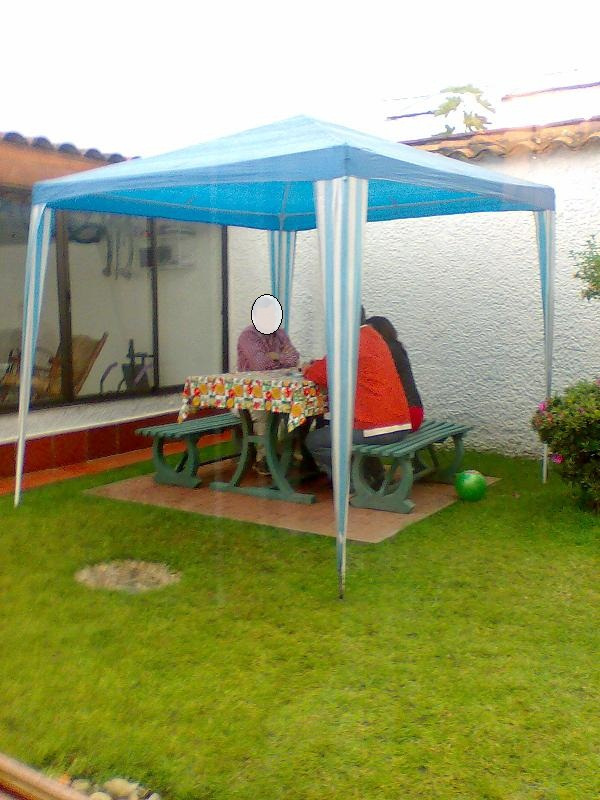 Juegos de mesa y sillas plasticos for Diseno de muebles de jardin al aire libre