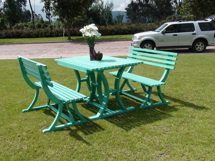 Mesa y sillas para exteriores pl sticos con parasoles for Buscar sillas