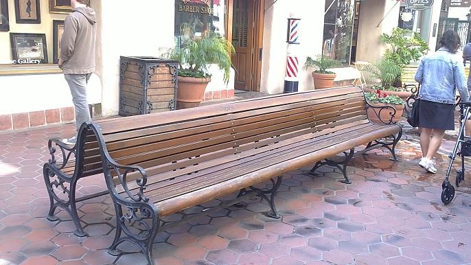 Mesa y sillas para exteriores pl sticos con parasoles for Almohadones para sillones de jardin