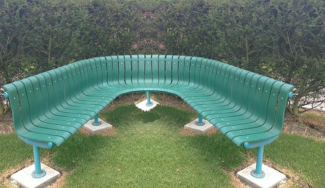 Sillas bancas exteriores amoblamiento urbano para las v as for Fabrica de sillas de jardin