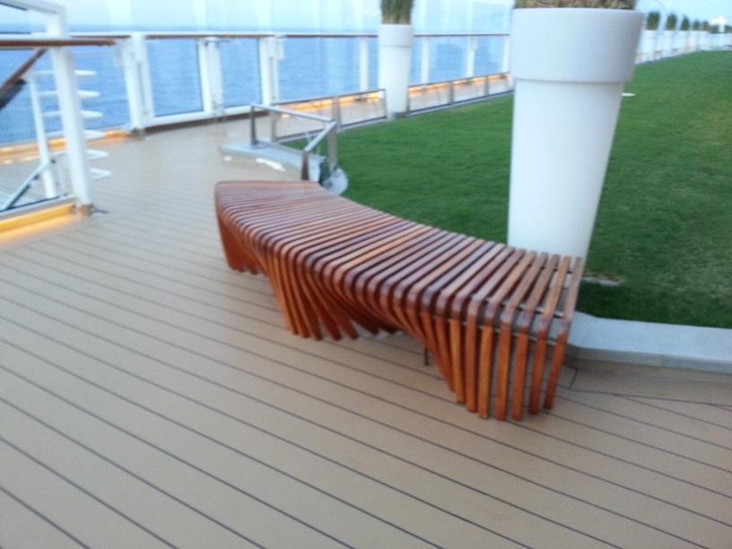 Sillas bancas exteriores amoblamiento urbano para las v as for Bancos exteriores jardin