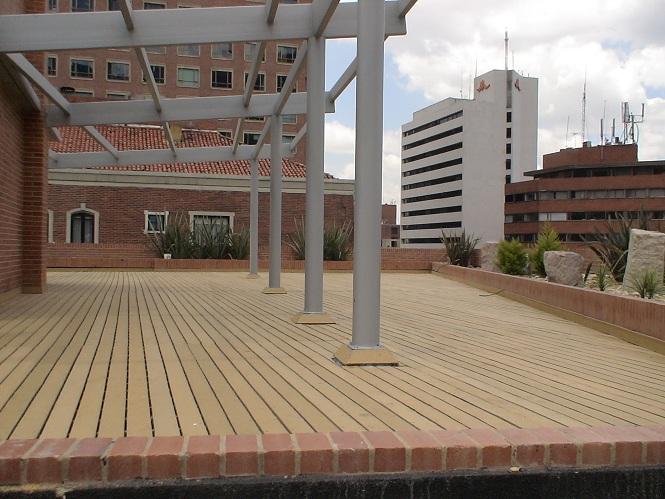 07 decks pisos terrazas pisos flotantes madera pl stica for Como hacer un piso de cemento paso a paso